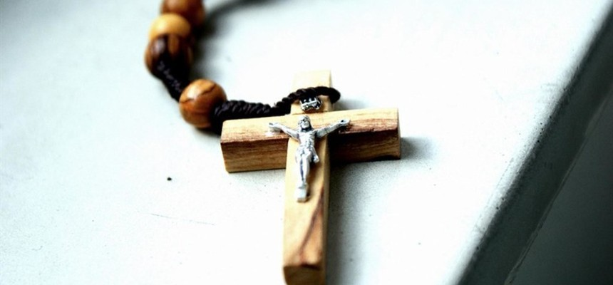Are you contemplating on the mysteries of the rosary, the way the Church suggests? If not, here is a quick start-up guide.