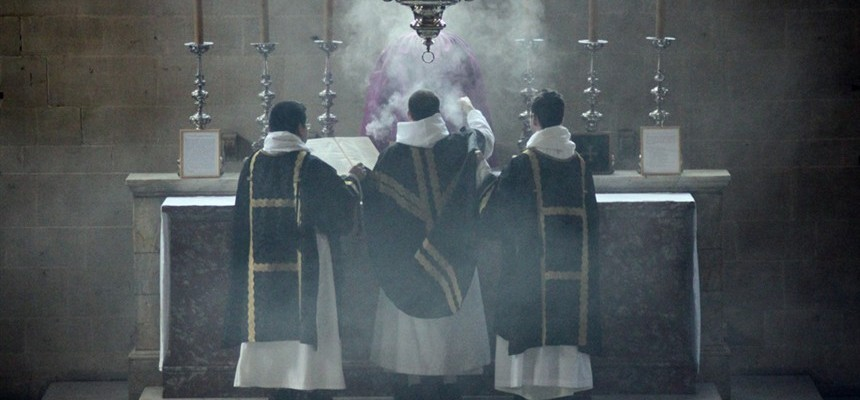 Faith of Our Fathers:  Holy Smoke- Incense Training Or The Non Verbal Essentials Element Of Mass