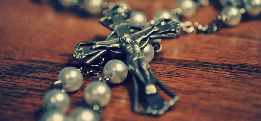 How To Properly Place Your Holy Rosary