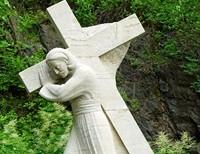 Jesus Carries the Cross