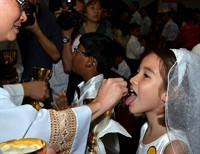 Is Communion in the hand eroding the Faith in the United States?